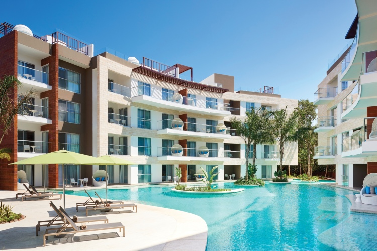 The Fives Azul Resort Swim Up